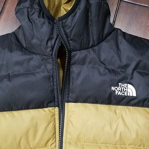 The North Face Jackets & Coats - NWT Boys North Face Reverseable Jacket M